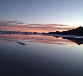 """1.Ver un atardecer en el Salar de Uyuni.- El Salar de Uyuni, considerado como el """"espejo del mundo"""", te ofrece unos atardeceres únicos, probablemente nunca hayas visto los colores que verás, potenciados con el reflejo sobre la sal húmeda. No existe nada igual."""
