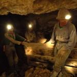 """3.Entrar en una mina en Potosí.- Esta ciudad, considerada el mayor centro de producción de plata y una de las ciudades más grandes durante la época colonial, fue además declarada como """"Patrimonio Natural y Cultural de la Humanidad"""" por la Organización de las Naciones Unidas para la Educación, la Ciencia y la Cultura (Unesco). Después de visitar los principales atractivos y museos de esta ciudad museo debes incluir una visita a una mina. Vivirás una experiencia sin igual. Si te adentras mucho en la mina podrás ver al """"tío"""". -mccvelorution.wordpress.com-"""